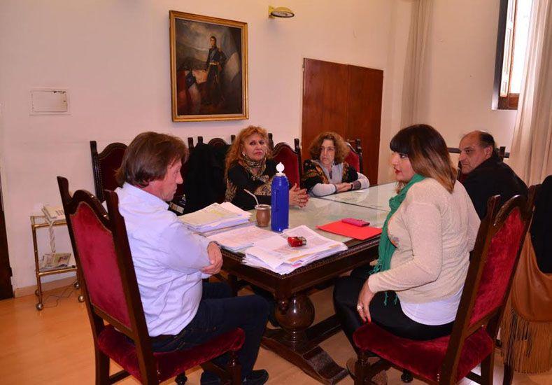 Varisco escuchó las ideas de las representantes de Ammar. Foto prensa Municipalidad de Paraná.