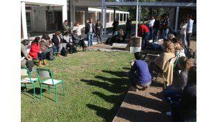 Asamblea. En la escuela Esparza empezaron desde el viernes.  Foto Gentileza/Agmer