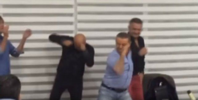 Oyarbide festeja su retiro con un tremendo bailecito