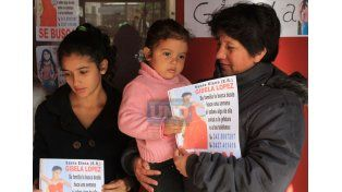 Sin datos. Padres y hermanos esperan novedades de la pesquisa.  Foto UNO/Juan Ignacio Pereira