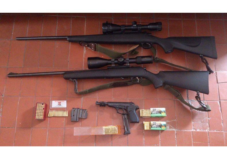 Secuestran armas en dos allanamientos simutáneos