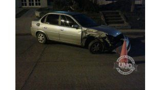 Accidente en avenida Almafuerte: Se durmió y chocó contra la columna de alumbrado