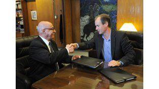 Juan José Ciácera del CFI después de firmar el convenio con Bordet. Foto Ministerio de Cultura y Comunicación.