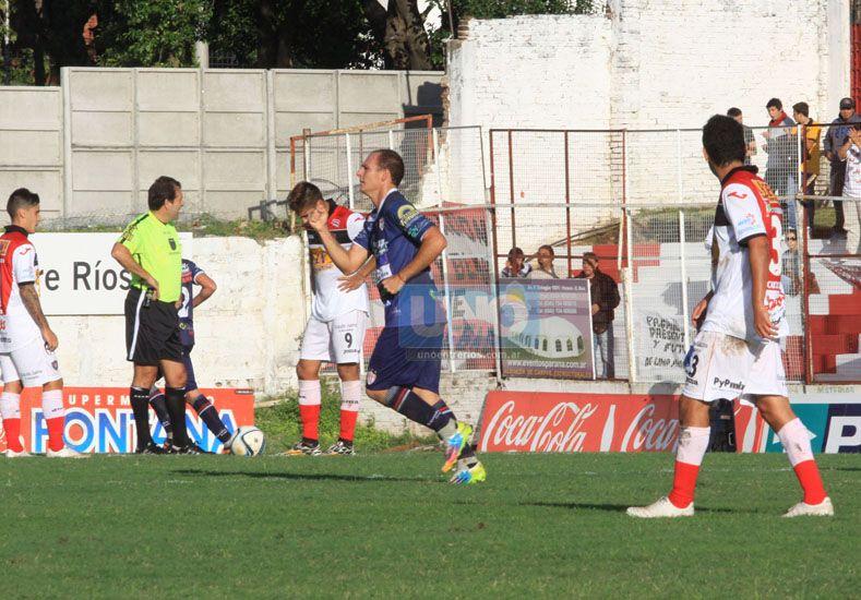 Enzo Noir continuará en la ofensiva de Atlético Paraná. El Ruso jugó  un buen encuentro en Adrogué.
