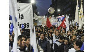 En Buenos Aires fue multitudinaria la marcha en defensa de la universidad pública