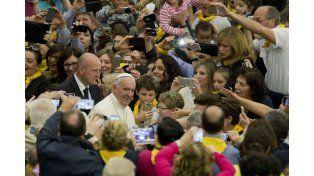 Francisco abre la puerta a que las mujeres puedan oficiar bautizmos y matrimonios