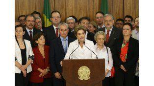 """Dilma Rousseff: """"Está en juego la democracia"""""""