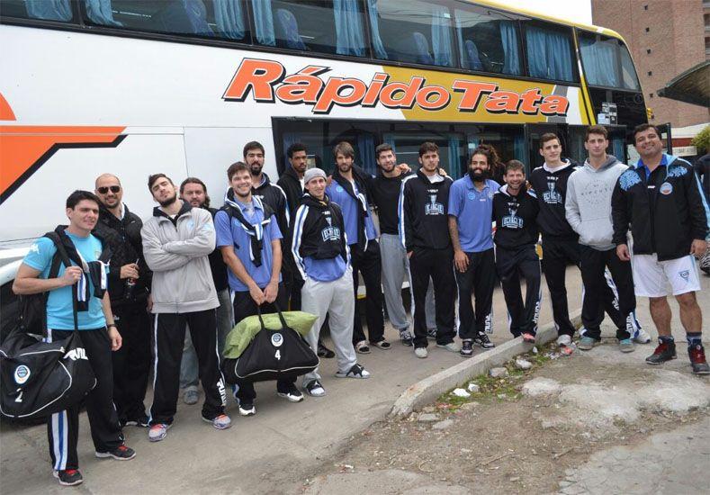 Posa la delegación del AEC que ayer al mediodía partió de Paraná rumbo a la Docta. Hay plena confianza.    Foto Gentileza/Prensa Echagüe
