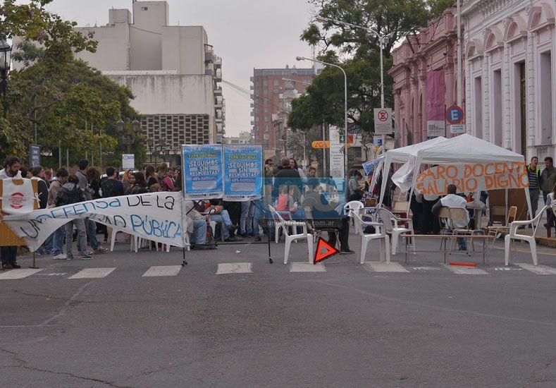 Paro. Hubo clases en la calle. Foto UNO/Juan Manuel Hernández
