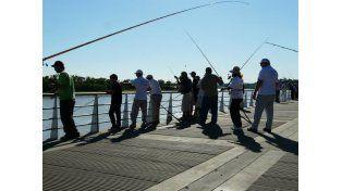 El domingo habrá doble turno de pesca en la costanera de Paraná. Foto Facebook Federación Entrerriana de Clubes de Pesca y Lanzamiento.