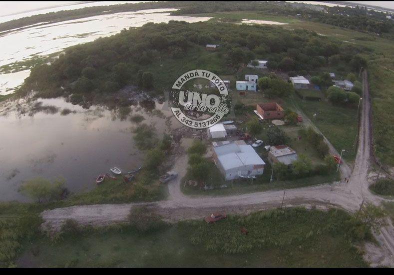 Con las lluvias la laguna se desborda y complica aún más la situación en Brisas del Oeste.