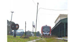 En la estación. Desde que el tren está en funcionamiento es cada vez más elegido por los vecinos.    Foto UNO/Juan Manuel Hernández