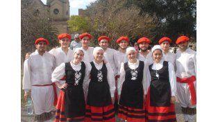 Puntal. El taller de danzas vascas para diferentes edades es uno de los pilares de la asociación.