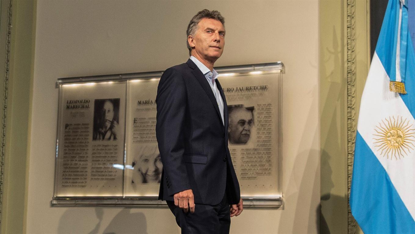 Macri se reunió con empresarios para acordar 90 días sin despidos