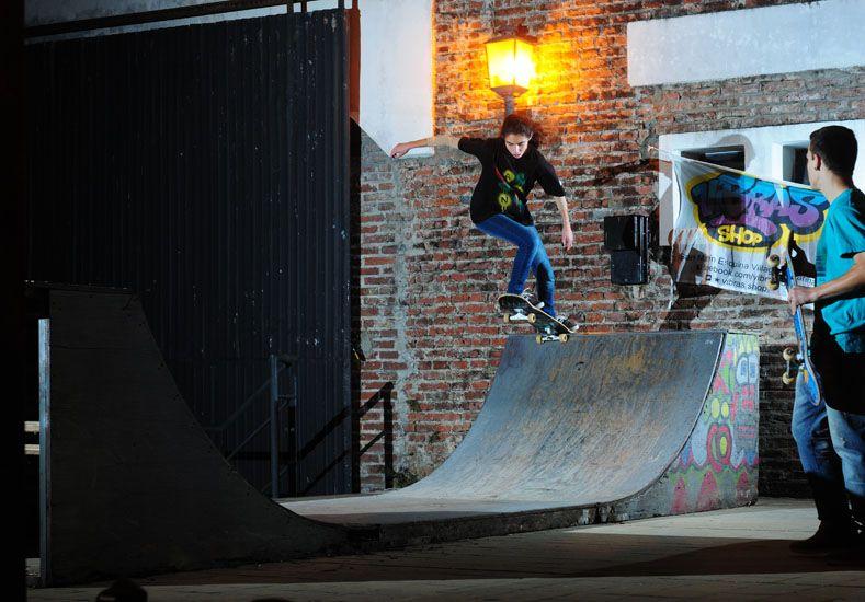 Anoche Diego San Martín mostró en la práctica como se ilumina una foto de skate. Foto Gentileza Diego Alejo San Martín.