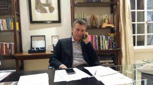 """Macri en Twitter. """"Hablando con el intendente que denunció sobreprecios y devolvió 13 millones""""."""