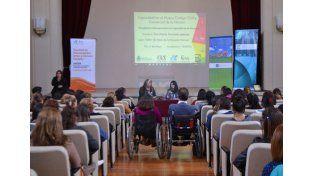 Auditorio. El público siguió con interés la ponencia de Iglesias.