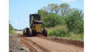 En Federal. Bacheo y reposición de material arcilloso sobre 33 Kilómetros de la ruta provincial 28.