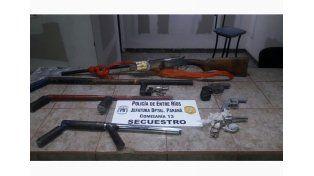 Allanan una vivienda y secuestran armas
