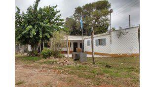 Reclaman edificio para una escuela que funciona en una casa prestada por un frigorífico
