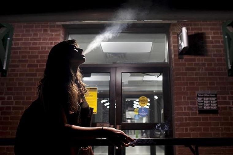 Ahora muchos piensan en dejar de fumar por el mayor aumento de los últimos 15 años. Foto Télam.