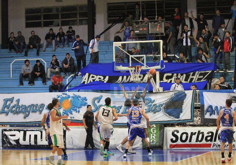 El apoyo. Fue importante para el equipo el acompañamiento de la gente que se acercó a alentar el elenco paranaense.  Foto UNO/Diego Arias