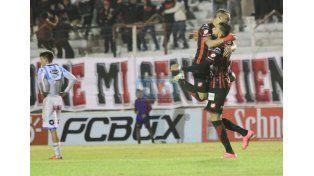 Bertochi anotó un golazo de 30 metros que le valieron tres puntos al Rojinegro.  (Foto: UNO/Diego Arias)