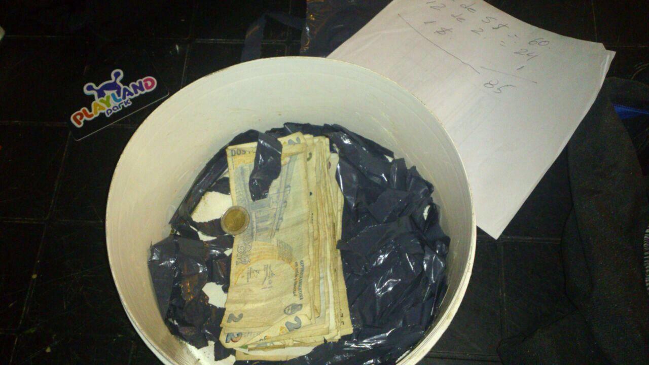 La droga estaba mezclado con el dinero. Foto fuente policía de Entre Ríos.