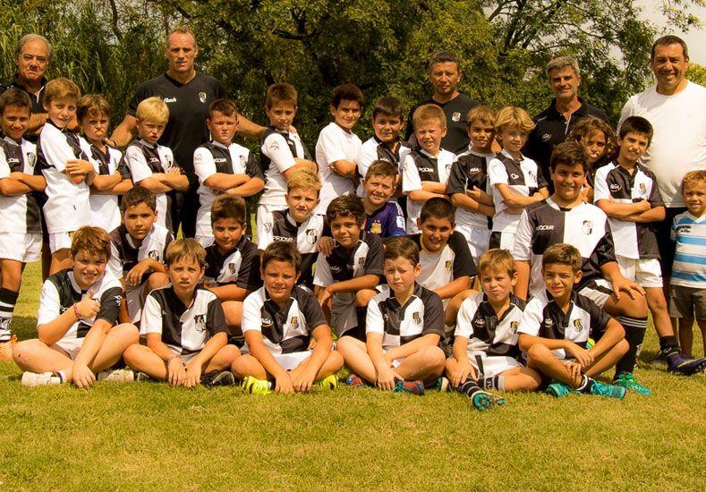 Los chicos de la M10 junto a sus entrenadores.