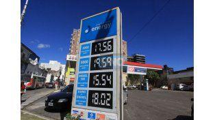 En las estaciones de servicios esperan que llegue la notificación oficial del aumento. Foto UNO Juan Ignacio Pereira.