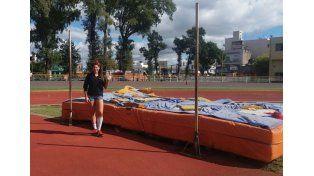 Betsabé Páez en la pista municipal rosarina en uno de los entrenamientos.