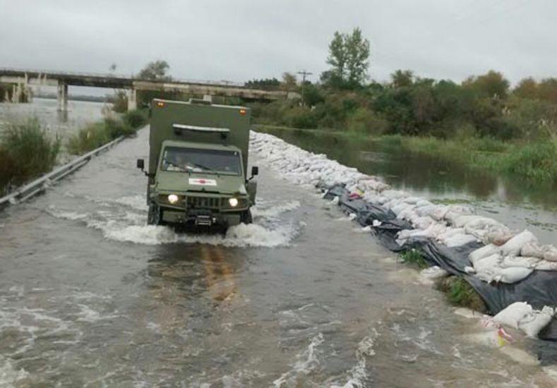 Efectivos de la Armada asisten a damnificados en zonas inundadas entrerrianas