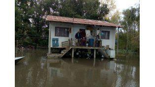 Aisladas. A cientos de familias la asistencia les llega en lancha. Foto Gentileza/Municipalidad de Villa Paranacito