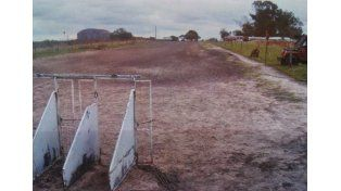 La pista tiene 250 metros y una curva en U en donde doblan a mucha velocidad. Foto Policía San Salvador.