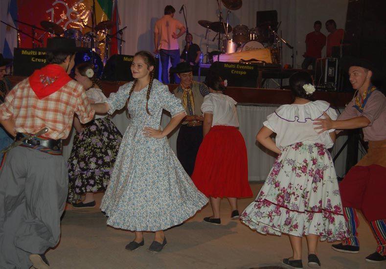 Noche de Folclore. El sábado hubo festejos para las familias.  Foto Gentileza/Municipalidad de Crespo