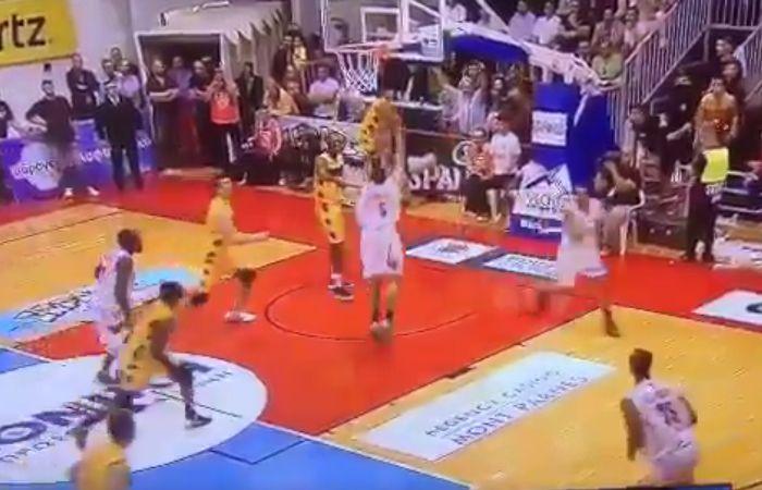El fatídico momento del jugador griego.