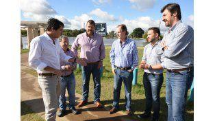 El gobernador confirmó la nueva crecida del río Uruguay. Foto prensa gobernación.