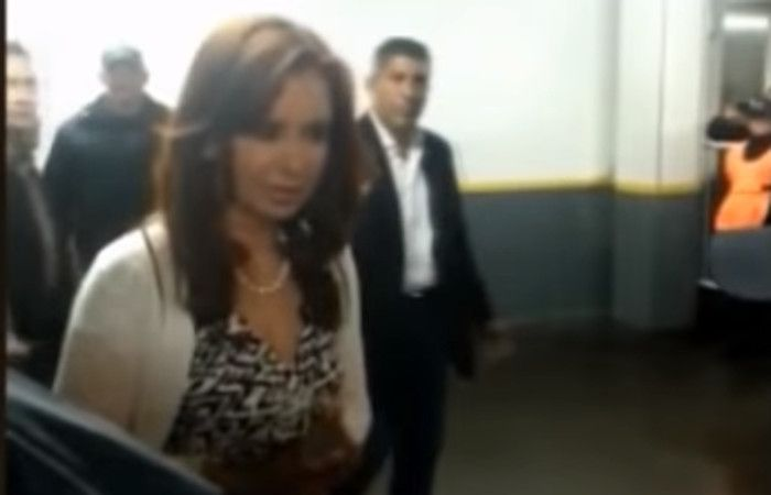 Asi retó Cristina a un policía que la custodiaba