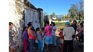 Vacunan en barrios de Santa Elena