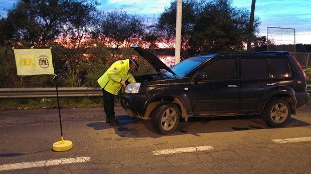 Dos personas fueron detenidas con un auto robado y 250 mil pesos