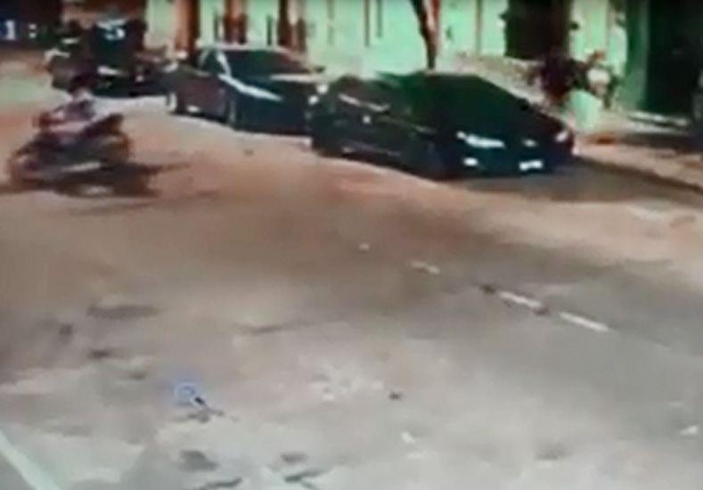 Motochorros asaltaron a una mujer en pleno centro de Concordia