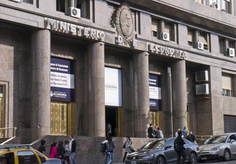 El Gobierno nacional prepara anuncio sobre detalles de la emisión de deuda en la que logro tasas por debajo del 8%.