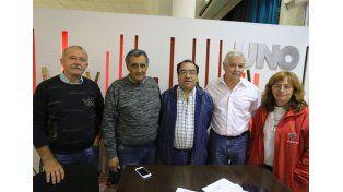 Los dirigentes de la institución del barrio más grande de la provincia de Entre Ríos.    Foto UNO/Diego Arias