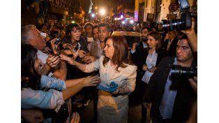 Cristina volvió a los tuits para arremeter contra los beneficiados por el dolar futuro