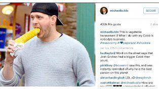 Ya es viral la foto de Michael Bublé comiendo un choclo