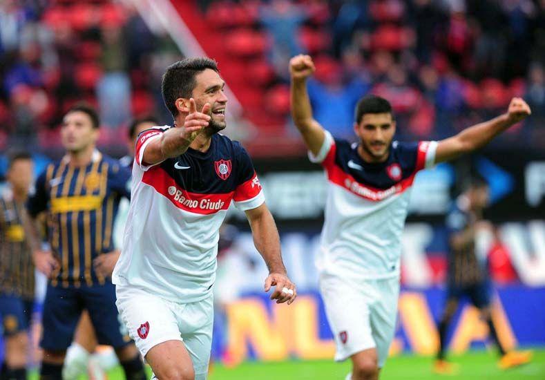 El defensor celebra su conquista. Foto Télam.