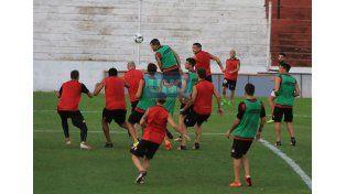 Por única vez en la semana el plantel pudo trabajar ayer en el estadio.  (Foto UNO/Diego Arias)