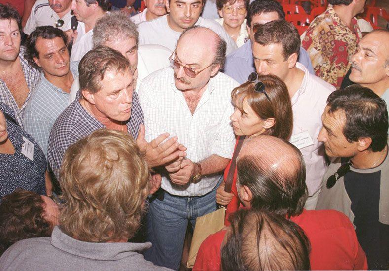 Fotos Viejas: En medio de una  discusión en Basavilbaso en 2001.