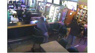 El insólito episodio se registró en un bar del estado norteamericano de Montana.