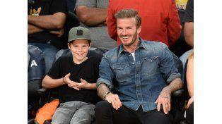 Cruz Beckham, hijo del futbolista, tiene todo para ser cantante
